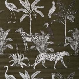 """Czujecie piątkowy zew przygody?! Dumnie spozierające na nas zebry, zwinnie skradające się gepardy, bujna, egzotyczna roślinność i wszechobecna zieleń kojąca zmęczone oczy to dopiero początek tej twórczej wyprawy! 🐒🌴🐆 A wszystko to na jednej, dziesięciometrowej rolce naszego karbowanego papieru z kolekcji """"Safari"""", który znajdziecie tutaj: 👉 https://plastiflora.pl/pl/papiery-ozdobne/3247-czerwony-papier-ozdobny.html  Chodzą słuchy, że odrobina smaku i fantazji potrafi ożywić tę zastygłą w ruchu faunę i florę, i wzorowo oddać ducha nieposkromionej, dzikiej natury. Zapraszamy do eksperymentowania!! 😊🦓 A do czego Wy użylibyście tego papieru i z czym zestawili? Czekamy na Wasze typy w komentarzach i życzymy cudownego, spokojnego weekendu! 🥳  PS ten model przygotowaliśmy dla Was w trzech wersjach kolorystycznych. Wszystkie możecie obejrzeć na www.plastiflora.pl --- #print #design #designinspo #designinspiration #wildlife #creative #paper #decorations #naturelovers #instanature #kwiaciarnia #kochamkwiaty #instaflowers #flowerstalking #inspiredbynature #instadesign #florystyka #florist #lodz #łódź #dekor"""